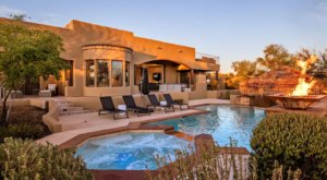 This Tropical Airbnb In Arizona Comes With Its Own Swim-Up Bar