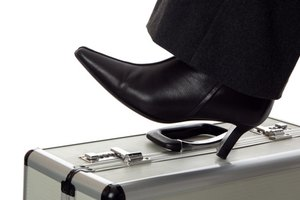 How to Select Shoes to Wear With a Woman's Suit