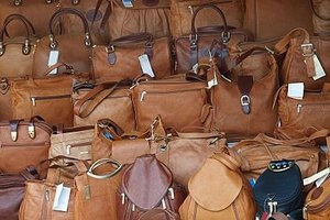 How to Spot Fake Dooney and Bourke Handbags