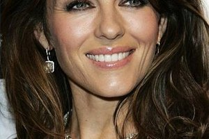 How to Do Elizabeth Hurley Makeup