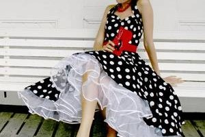 How to Accessorize a Polka Dot Dress