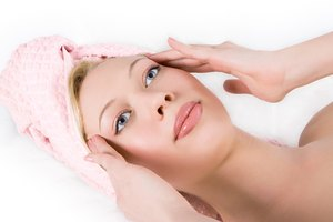 How to Massage the Face to Get Rid of Acne