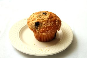 What Causes Dry & Hard Muffins?