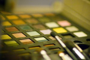 Top US Colleges for Movie Make-Up Artists