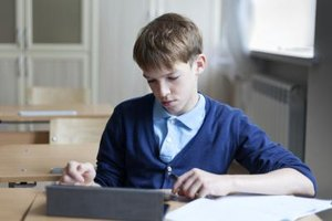 What Are Advantages & Disadvantages of Teachers Posting Their Lessons Online for Students?