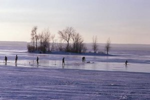 How to Make an Ice-Fishing Shanty From Tarps