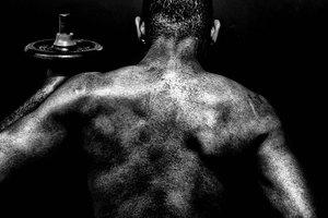 Tratamiento para un desgarro muscular en la parte superior de la espalda
