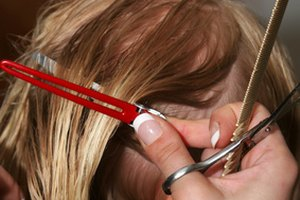 How to Cut Hair in a Layered Bob