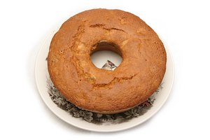 How to Get a Pound Cake Out of the Pan
