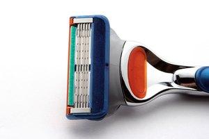 Cómo limpiar una máquina de afeitar desechable