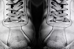 How to Clean Leather Sneakers