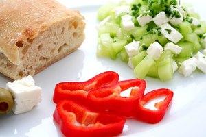 Una lista de alimentos que deben evitar los pacientes que consumen Coumadin