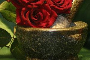 ¿Cuáles son los beneficios del agua de hamamelis y el agua de rosas?