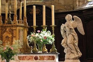How to Decorate a Church Altar