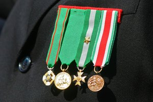 Military Dress Uniform Regulations for Medals