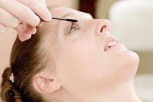 Tiempo de curación del delineado permanente de cejas