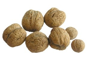 How to Remove Skin From Walnuts