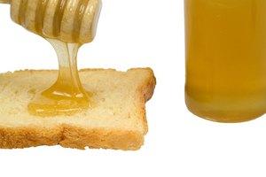 Los peligros y beneficios de la miel cruda
