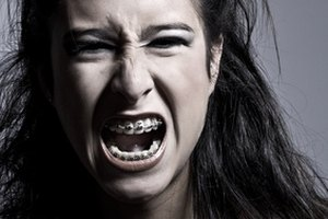 Cómo hacer que tu voz suene ronca como si estuvieras afónico