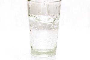 ¿Cuántas onzas de agua debería una persona beber por día?