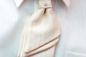 Cómo prevenir las manchas de axilas sobre las camisetas blancas