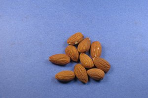 How to Blanch Sliced Almonds