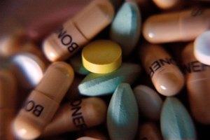 ¿La vitamina B12 interactúa con otros medicamentos?