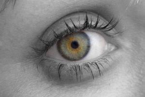 ¿Qué causa las pupilas pequeñas?