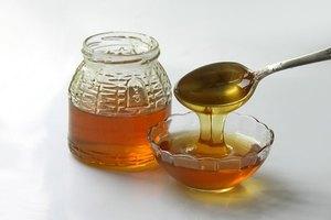 ¿Puede la miel ayudar con las manchas de la piel?