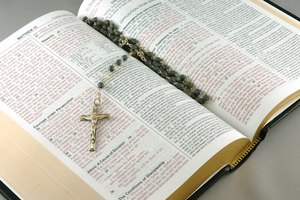 How to Hold Rosary Beads