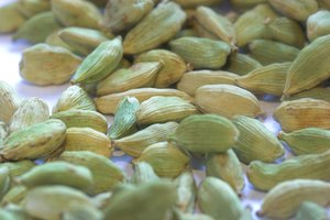 How to Crush Cardamom