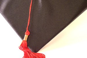 How to Decorate a Mortarboard for a High School Graduation