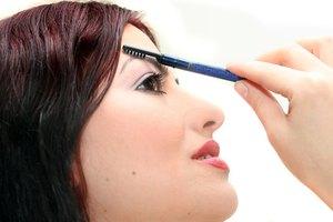 ¿Qué vitaminas y minerales necesitan las cejas para crecer?