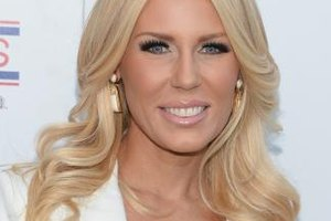 Reality star Gretchen Rossi's long-flipped layers have a 70s retro flair.