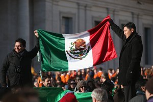 What Do the Colors of the Mexican Flag Mean?