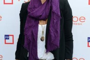 Actress Molly Sims rocks a bright purple scarf for a fun pop of color with a black blazer and white tee.