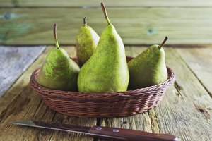 Will Eating Pears at Night Help You Lose Weight?