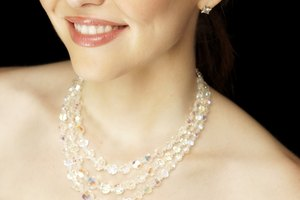 What Necklaces Look Best With a Strapless Wedding Dress?