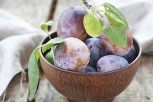 How to Know When Plums Are Good to Eat
