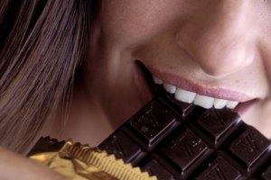 Información nutricional de una onza de chocolate negro