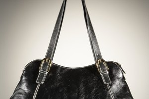 How to Get Wrinkles Out of Leather Purses