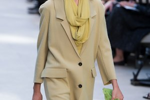 What Color Scarf Goes With a Khaki Coat?