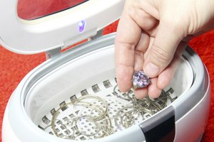 How to Use an Ultrasonic Jewelry Cleaner