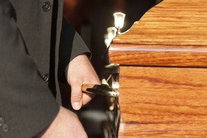 How to Write Thank You Notes for Pallbearers