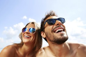 The Differences Between Sunglasses for Men and Women