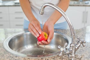 Safe Way to Clean Apples Before Eating Them