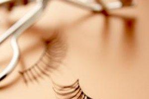 Eyelid tugging affects skin elasticity and speeds up sagging.