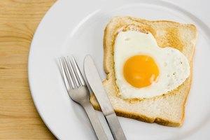 ¿Cuánta proteína hay en la clara y en la yema del huevo?