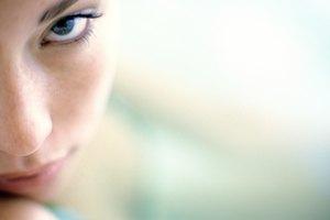 ¿El aceite de almendra es efectivo para reducir las ojeras y bolsas bajo los ojos?