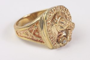 How Much Does a Typical Gold Ring Weigh?